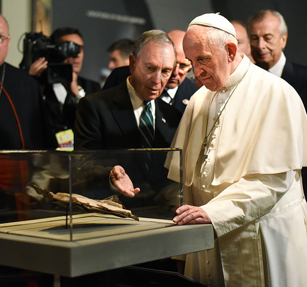 """<div class=""""meta image-caption""""><div class=""""origin-logo origin-image ap""""><span>AP</span></div><span class=""""caption-text"""">Former New York City Mayor Michael Bloomberg  is joined by Pope Francis as he views a New Testament bible fragment found in debris of the South Tower of the World Trade Center. (Carmine Galasso/The Record of Bergen County via AP, Pool)</span></div>"""