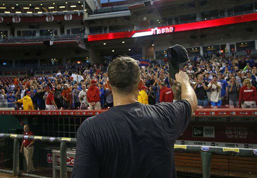 "<div class=""meta image-caption""><div class=""origin-logo origin-image none""><span>none</span></div><span class=""caption-text"">New York Mets' David Wright acknowledges the fans after the clinching the NL East title in Cincinnati. (AP Photo/Aaron Doster) (AP Photo/ Aaron Doster)</span></div>"
