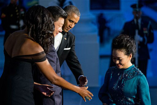 "<div class=""meta image-caption""><div class=""origin-logo origin-image none""><span>none</span></div><span class=""caption-text"">President Barack Obama and first lady Michelle Obama greet Chinese President Xi Jinping and his wife Peng Liyuan. (AP Photo/ Andrew Harnik)</span></div>"