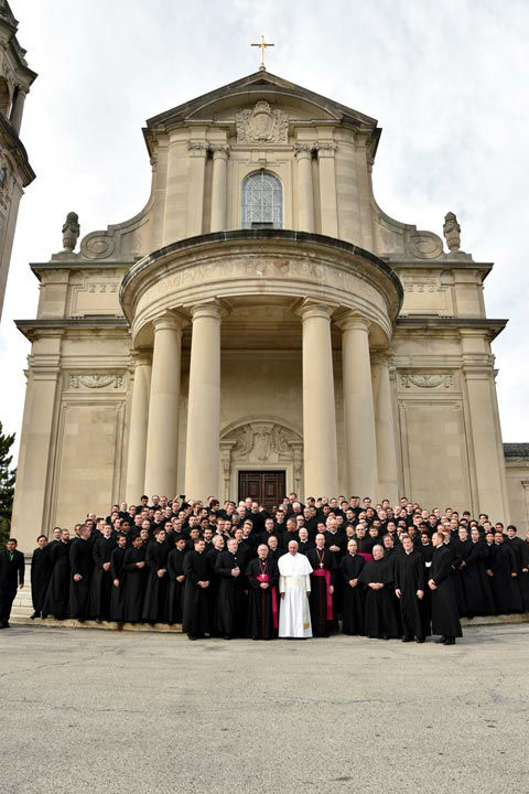 "<div class=""meta image-caption""><div class=""origin-logo origin-image none""><span>none</span></div><span class=""caption-text"">Pope Francis, in white, poses with seminarians on the steps of St. Martin of Tours Chapel at St. Charles Borromeo Seminary, following his address to the Bishops. (Photo/Tom Gralish)</span></div>"