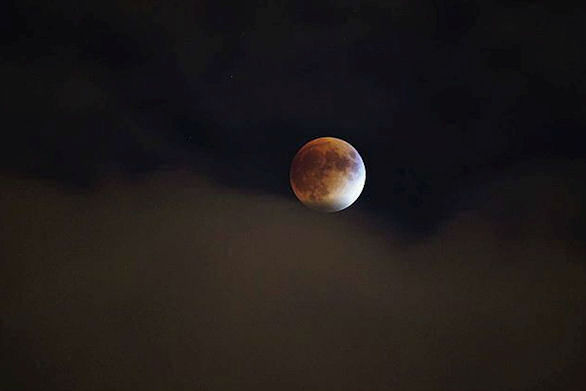 """<div class=""""meta image-caption""""><div class=""""origin-logo origin-image none""""><span>none</span></div><span class=""""caption-text"""">The supermoon is seen over Chicago overnight on Sept. 27, the night of a lunar eclipse. (Instagram/cartoonice1)</span></div>"""
