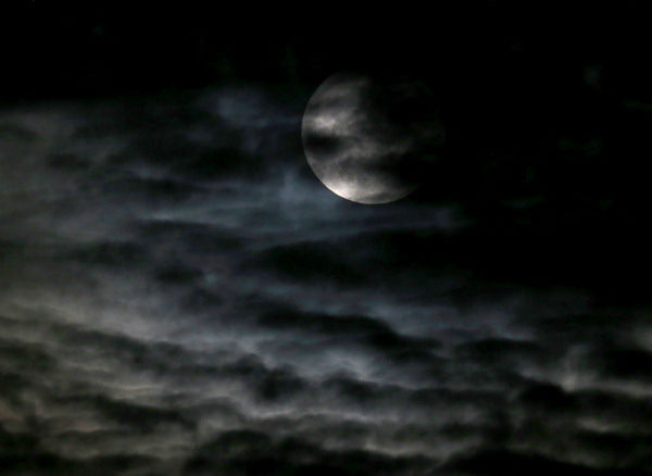 """<div class=""""meta image-caption""""><div class=""""origin-logo origin-image none""""><span>none</span></div><span class=""""caption-text"""">The supermoon is seen through the clouds over Chicago overnight on Sept. 27, the night of a lunar eclipse. (Photo/AP)</span></div>"""