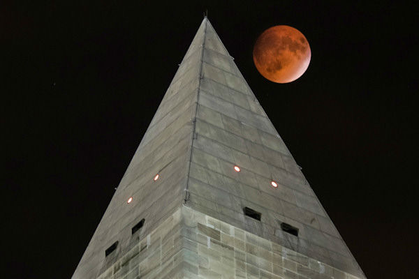 """<div class=""""meta image-caption""""><div class=""""origin-logo origin-image none""""><span>none</span></div><span class=""""caption-text"""">The supermoon is seen over Washington, D.C., overnight on Sept. 27, the night of a lunar eclipse. (Photo/AP)</span></div>"""