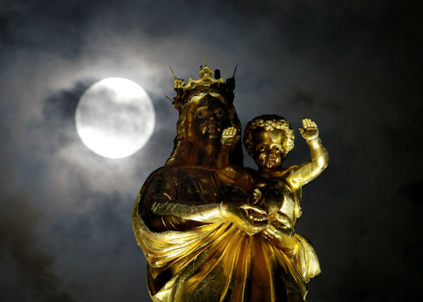 """<div class=""""meta image-caption""""><div class=""""origin-logo origin-image none""""><span>none</span></div><span class=""""caption-text"""">The supermoon is seen over Marseille, France overnight on Sept. 27, the night of a lunar eclipse. (Photo/AP)</span></div>"""