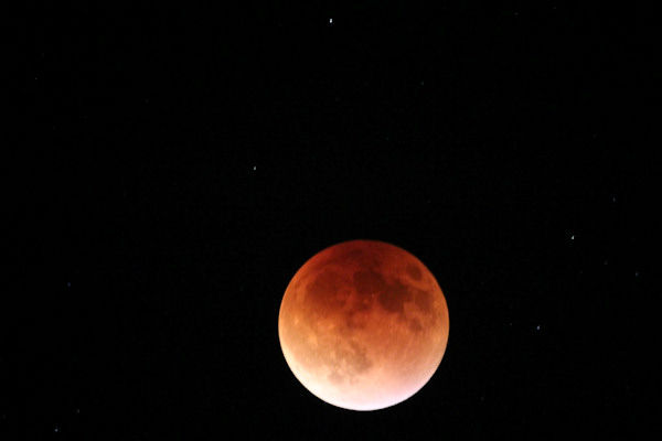 """<div class=""""meta image-caption""""><div class=""""origin-logo origin-image none""""><span>none</span></div><span class=""""caption-text"""">The supermoon is seen over Tuscon, Ariz. overnight on Sept. 27, the night of a lunar eclipse. (Kara Conway/KTRK)</span></div>"""
