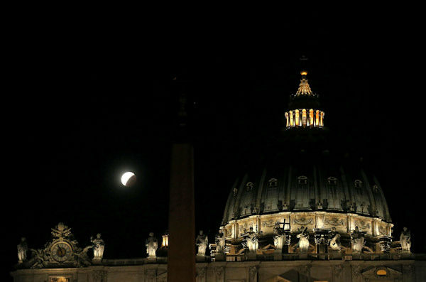 """<div class=""""meta image-caption""""><div class=""""origin-logo origin-image none""""><span>none</span></div><span class=""""caption-text"""">The supermoon is seen over the Vatican in Vatican City overnight on Sept. 27, the night of a lunar eclipse. (Photo/AP)</span></div>"""