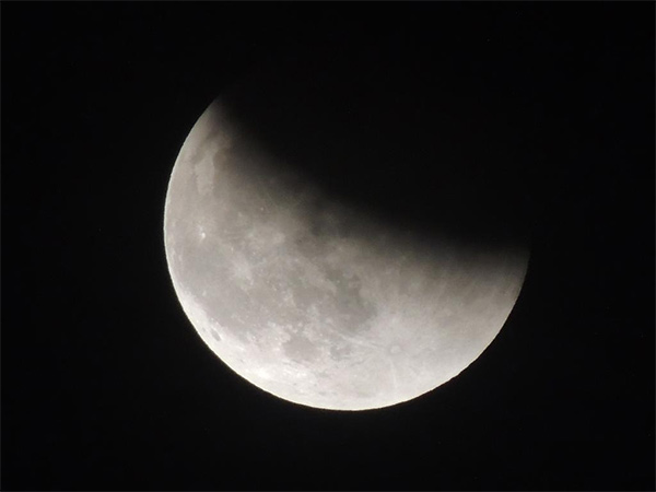 "<div class=""meta image-caption""><div class=""origin-logo origin-image kabc""><span>KABC</span></div><span class=""caption-text"">ABC7 viewer Christine shared this view of the supermoon eclipse on Sunday, Sept. 28, 2015 using #abc7eyewitness. (twitter.com/christinek2010)</span></div>"