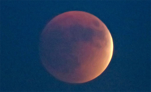 "<div class=""meta image-caption""><div class=""origin-logo origin-image kabc""><span>KABC</span></div><span class=""caption-text"">ABC7 viewer Timothy Mason shared this view of the supermoon eclipse on Sunday, Sept. 28, 2015 using #abc7eyewitness. (twitter.com/tnlmason)</span></div>"