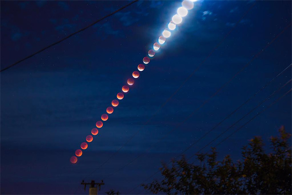 """<div class=""""meta image-caption""""><div class=""""origin-logo origin-image kabc""""><span>KABC</span></div><span class=""""caption-text"""">The supermoon is seen over Southern California overnight on Sept. 27, the night of a lunar eclipse. (twitter.com/amrwebcasts/KABC)</span></div>"""