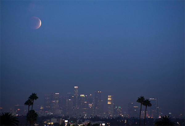 "<div class=""meta image-caption""><div class=""origin-logo origin-image kabc""><span>KABC</span></div><span class=""caption-text"">An ABC7 viewer shared this view of the supermoon eclipse on Sunday, Sept. 28, 2015 using #abc7eyewitness. (twitter.com/BacKnightPics)</span></div>"