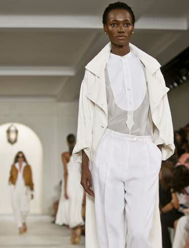 "<div class=""meta image-caption""><div class=""origin-logo origin-image none""><span>none</span></div><span class=""caption-text"">Fashion from Ralph Lauren Spring 2016 collection is modeled during Fashion Week on, Thursday Sept. 17, 2015, in New York. (AP Photo/ Bebeto Matthews)</span></div>"
