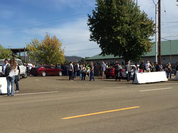"""<div class=""""meta image-caption""""><div class=""""origin-logo origin-image none""""><span>none</span></div><span class=""""caption-text"""">Photo of students are getting picked up at the Douglas County Fairgrounds. (@sehurwitz/KEZI)</span></div>"""