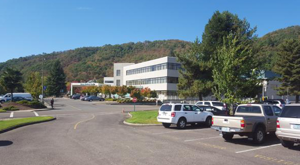 """<div class=""""meta image-caption""""><div class=""""origin-logo origin-image none""""><span>none</span></div><span class=""""caption-text"""">Mercy Medical Center in Rosebur, Ore. where some shooting victims are being taken. (KEZI9/Twitter)</span></div>"""