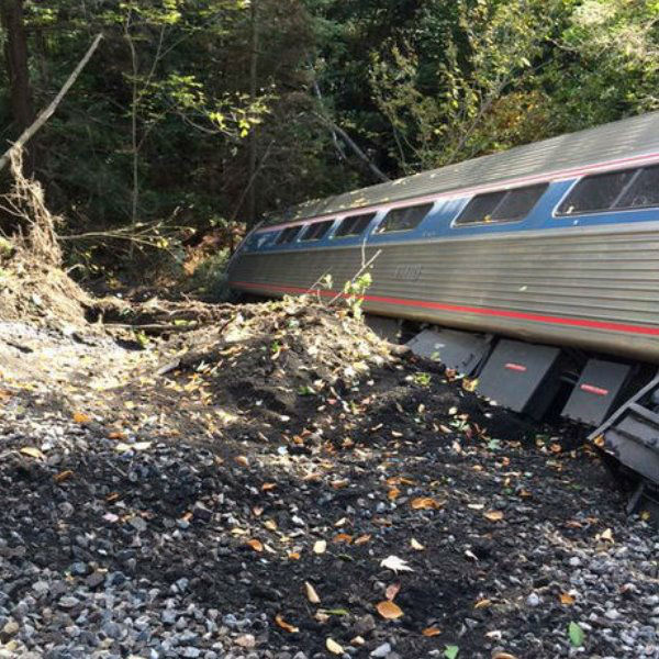 """<div class=""""meta image-caption""""><div class=""""origin-logo origin-image none""""><span>none</span></div><span class=""""caption-text"""">An Amtrak train derailed in central Vermont on Monday, Oct. 5, 2015. (Brian Bell / Twitter: @BrianABell1980)</span></div>"""