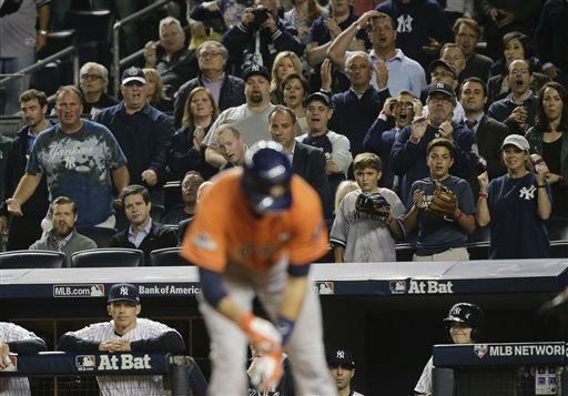 "<div class=""meta image-caption""><div class=""origin-logo origin-image none""><span>none</span></div><span class=""caption-text"">Baseball fans react as Houston Astros' Jason Castro takes a walk to load the bases (AP Photo/ Julie Jacobson)</span></div>"