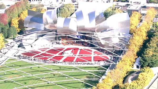 The line to take photos with the Stanley Cup at Millennium Park snaked through Jay Pritzker Pavilion.