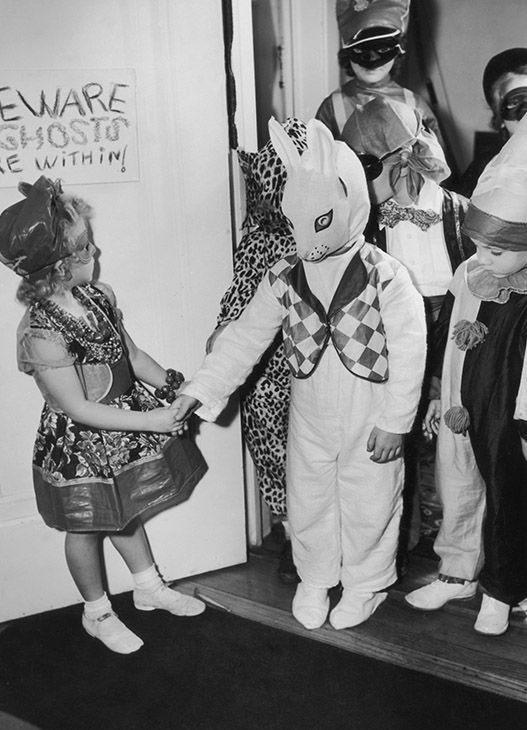... u003c classu003d meta image-caption u003eu003c classu003d  ... & PHOTOS: Vintage Halloween costumes through the decades | 6abc.com