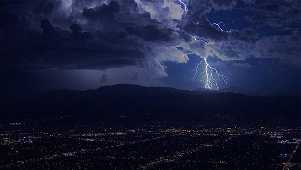 "<div class=""meta image-caption""><div class=""origin-logo origin-image kabc""><span>KABC</span></div><span class=""caption-text"">AIR7 HD captured this spectacular lightning flash in La Crescenta on Thursday, Oct. 15, 2015. (KABC)</span></div>"