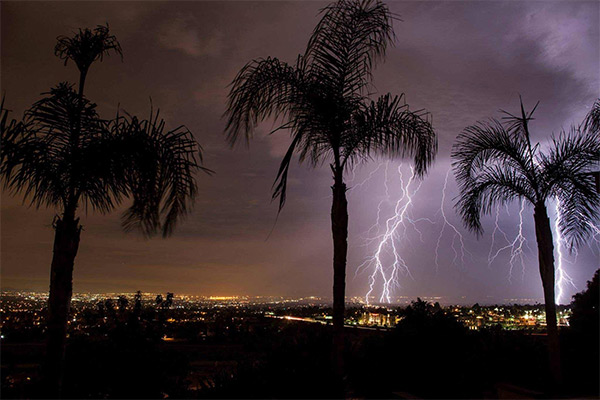 "<div class=""meta image-caption""><div class=""origin-logo origin-image kabc""><span>KABC</span></div><span class=""caption-text"">ABC7 viewer Carl O'Day shared this photo of lightning from Highland on Wednesday, Oct. 14, 2015. (ABC7 viewer Carl O'Day)</span></div>"