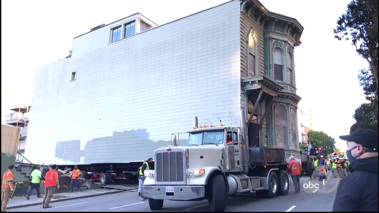 Historic 1880s Victorian home moved in process that San Francisco hasn't seen in 47 years