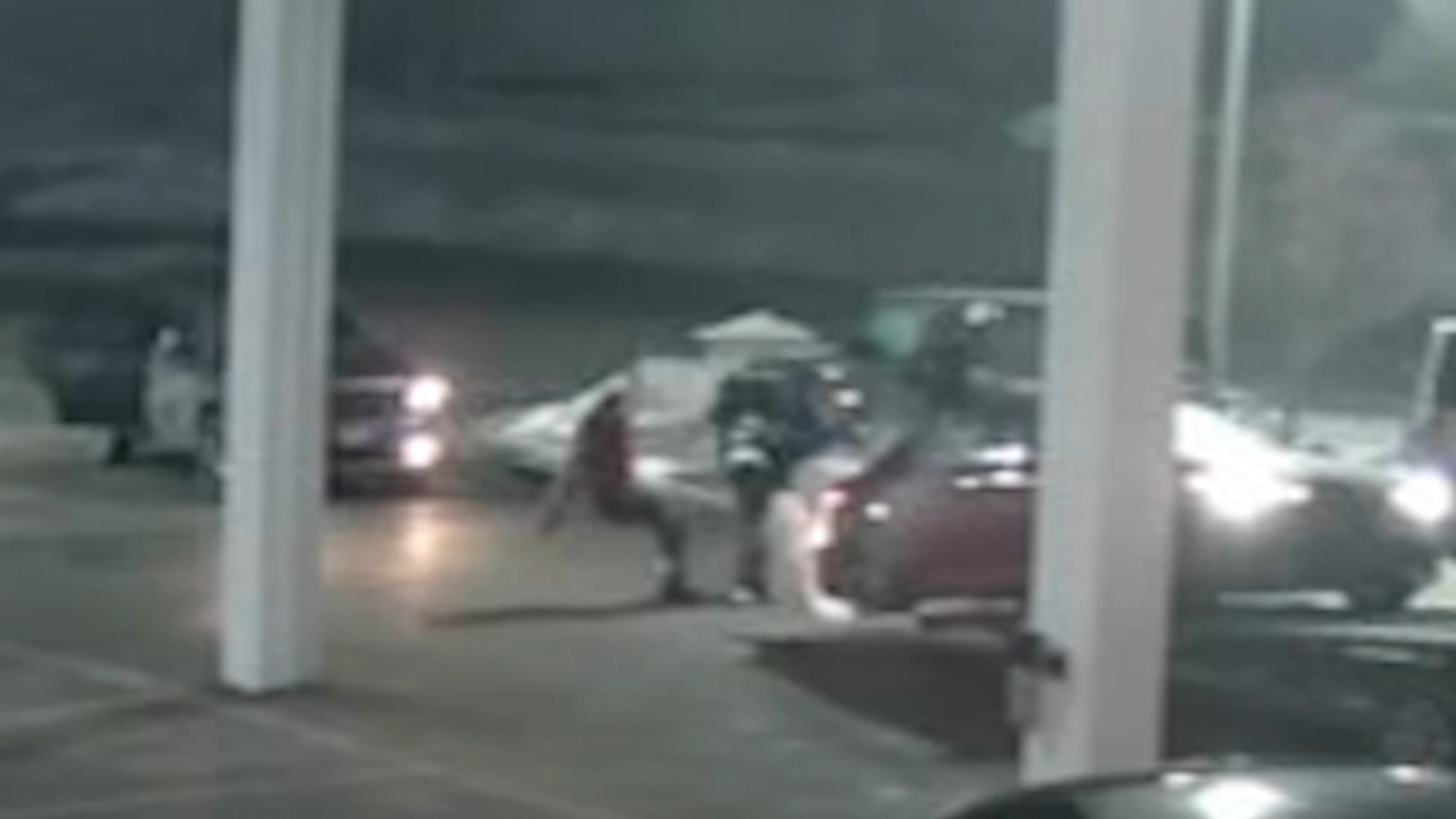 Car delivery driver beaten, cars stolen by thieves