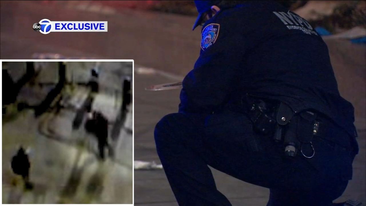 Police investigating after Asian man stabbed in back in NYC's Chinatown