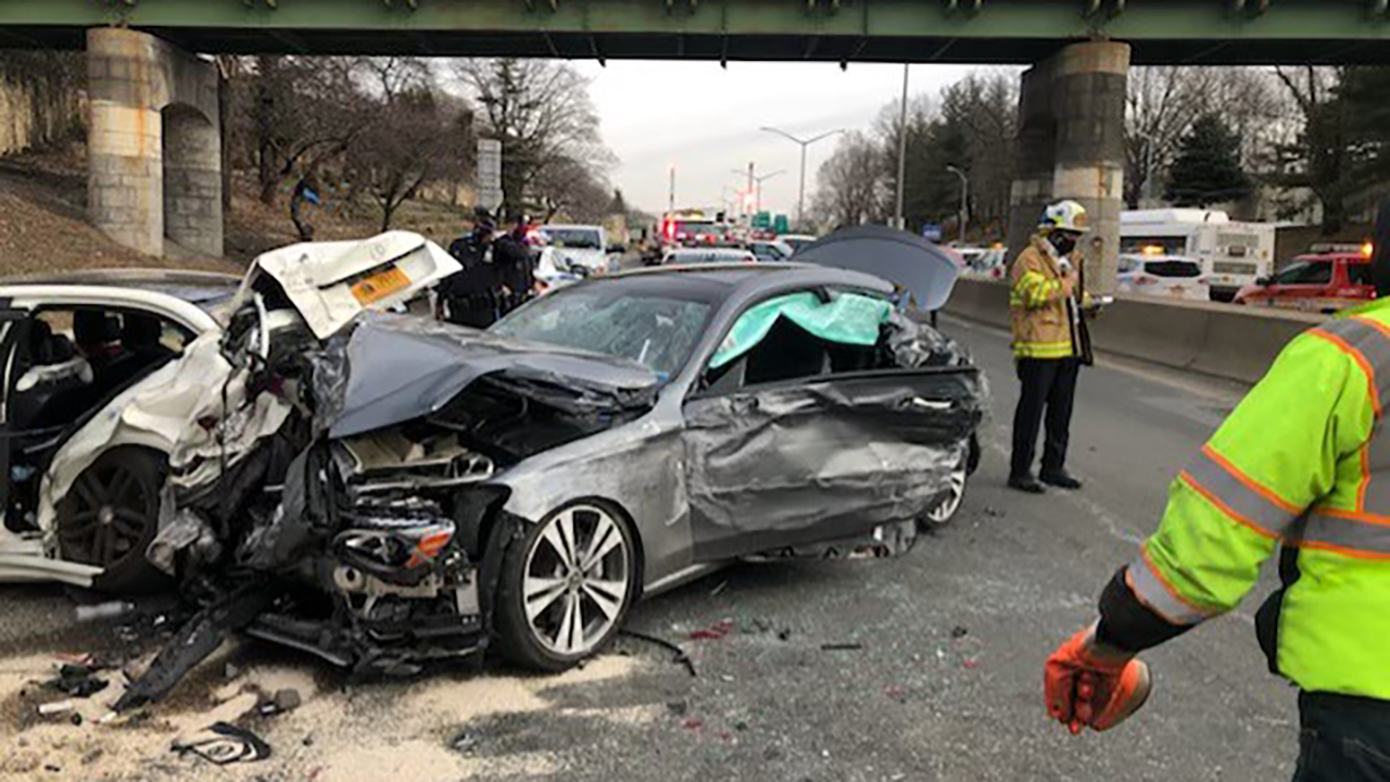 10 hurt in multi-vehicle accident on Prospect Expressway in Brooklyn