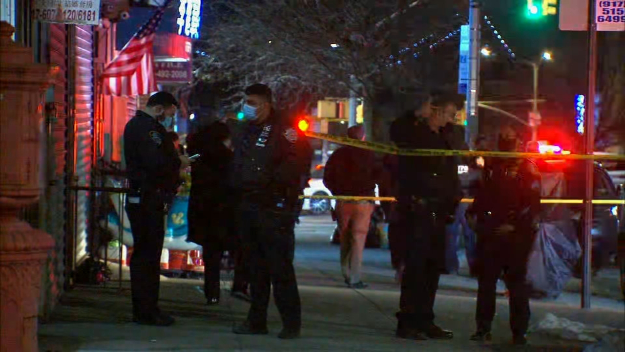 3 men stabbed after fighting back during robbery attempt: Sources