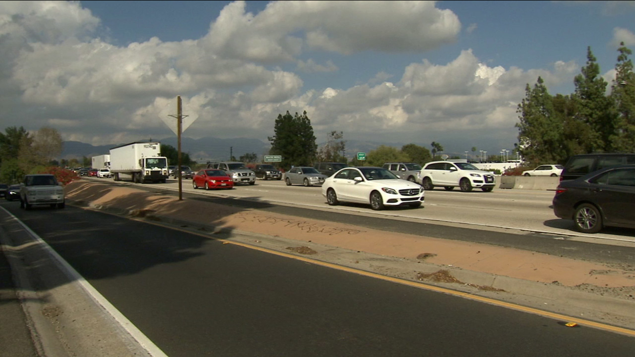 Portions of the 118 and 405 freeways were reopened after a bomb threat caused a temporary closure in Mission Hills on Sunday, Oct. 18, 2015.