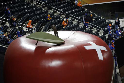 "<div class=""meta image-caption""><div class=""origin-logo origin-image none""><span>none</span></div><span class=""caption-text"">The giant apple in center field of Citi Field is seen with a bandage on it after a home run in Game 1. (AP Photo/ Julie Jacobson)</span></div>"