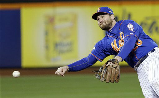 "<div class=""meta image-caption""><div class=""origin-logo origin-image none""><span>none</span></div><span class=""caption-text"">New York Mets' Daniel Murphy makes a play on a ball hit by Chicago Cubs' Dexter Fowler. (AP Photo/ David J. Phillip)</span></div>"