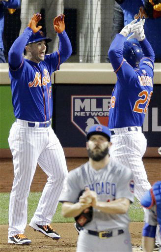 "<div class=""meta image-caption""><div class=""origin-logo origin-image none""><span>none</span></div><span class=""caption-text"">New York Mets' Daniel Murphy (28) is congratulated at home by teammate David Wright. (AP Photo/ David Goldman)</span></div>"