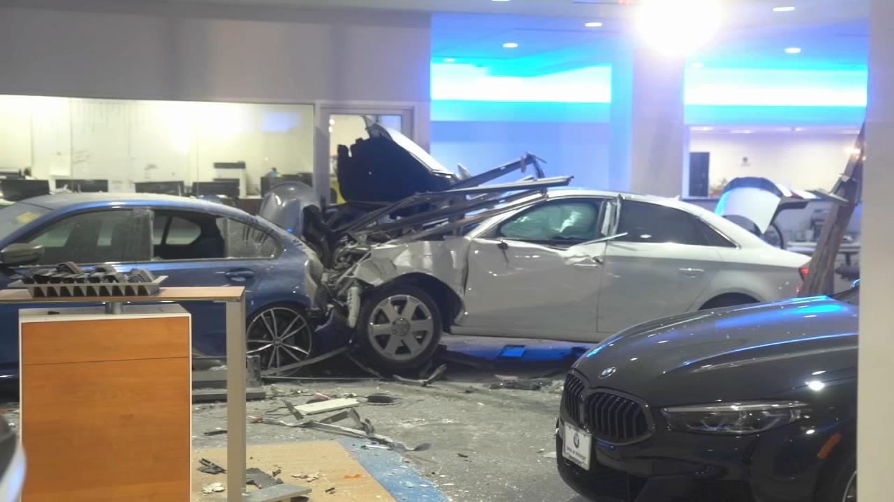 Car Crashes Into Freeport Bmw Dealership Causes Major Damage Abc7 New York
