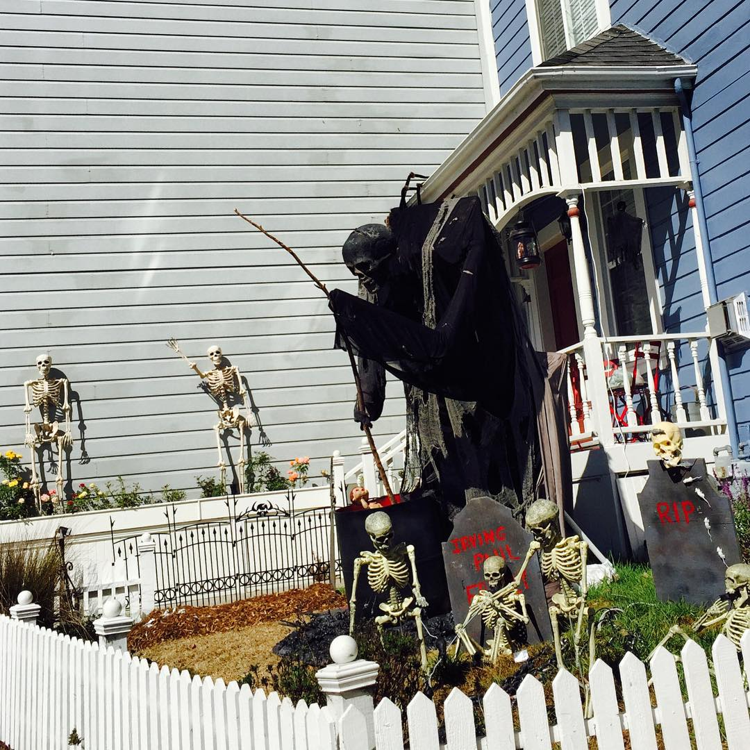 "<div class=""meta image-caption""><div class=""origin-logo origin-image none""><span>none</span></div><span class=""caption-text"">Neighbors in San Francisco's Glen Park neighborhood are getting ready for a spooktacular Halloween! Share your photos by tagging them on social media with #SpookyOn7! (Photo submitted to KGO-TV by @peaceofhair/Instagram)</span></div>"