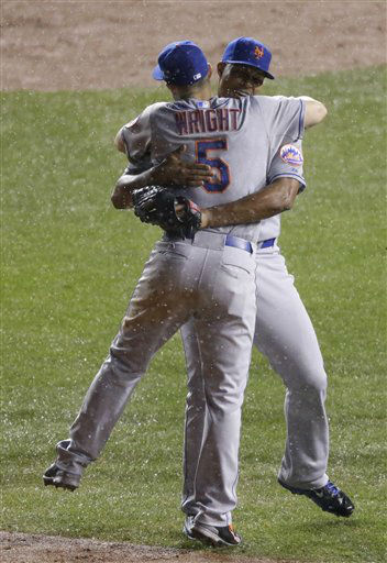 "<div class=""meta image-caption""><div class=""origin-logo origin-image none""><span>none</span></div><span class=""caption-text"">New York Mets' Jeurys Familia and David Wright (5) celebrate after Game 3. (AP Photo/David Goldman) (AP Photo/ David Goldman)</span></div>"
