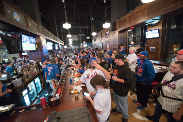 """<div class=""""meta image-caption""""><div class=""""origin-logo origin-image none""""><span>none</span></div><span class=""""caption-text"""">Mets fans gathered at McFadden's at Citi Field in Queens to watch Game 3 of the NLCS on Tuesday, Oct. 20, 2015. (WABC Photo/ Mike Waterhouse)</span></div>"""