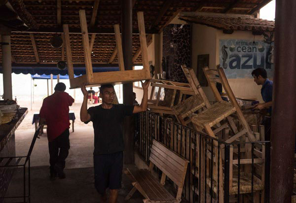 "<div class=""meta image-caption""><div class=""origin-logo origin-image none""><span>none</span></div><span class=""caption-text"">A worker carries a table at a seaside restaurant preparing for the arrival of hurricane Patricia in the Pacific resort city of Puerto Vallarta, Mexico, Thursday, Oct. 22, 2015. (AP Photo/ Cesar Rodriguez)</span></div>"