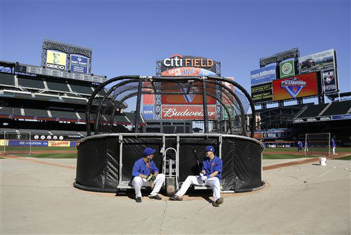 """<div class=""""meta image-caption""""><div class=""""origin-logo origin-image none""""><span>none</span></div><span class=""""caption-text"""">New York Mets' Juan Lagares, left, and Wilmer Flores relax behind the batting cage. (AP Photo/ Julie Jacobson)</span></div>"""