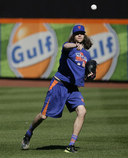 """<div class=""""meta image-caption""""><div class=""""origin-logo origin-image none""""><span>none</span></div><span class=""""caption-text"""">New York Mets starting pitcher Jacob deGrom throws in the outfield during a voluntary team workout. (AP Photo/ Julie Jacobson)</span></div>"""