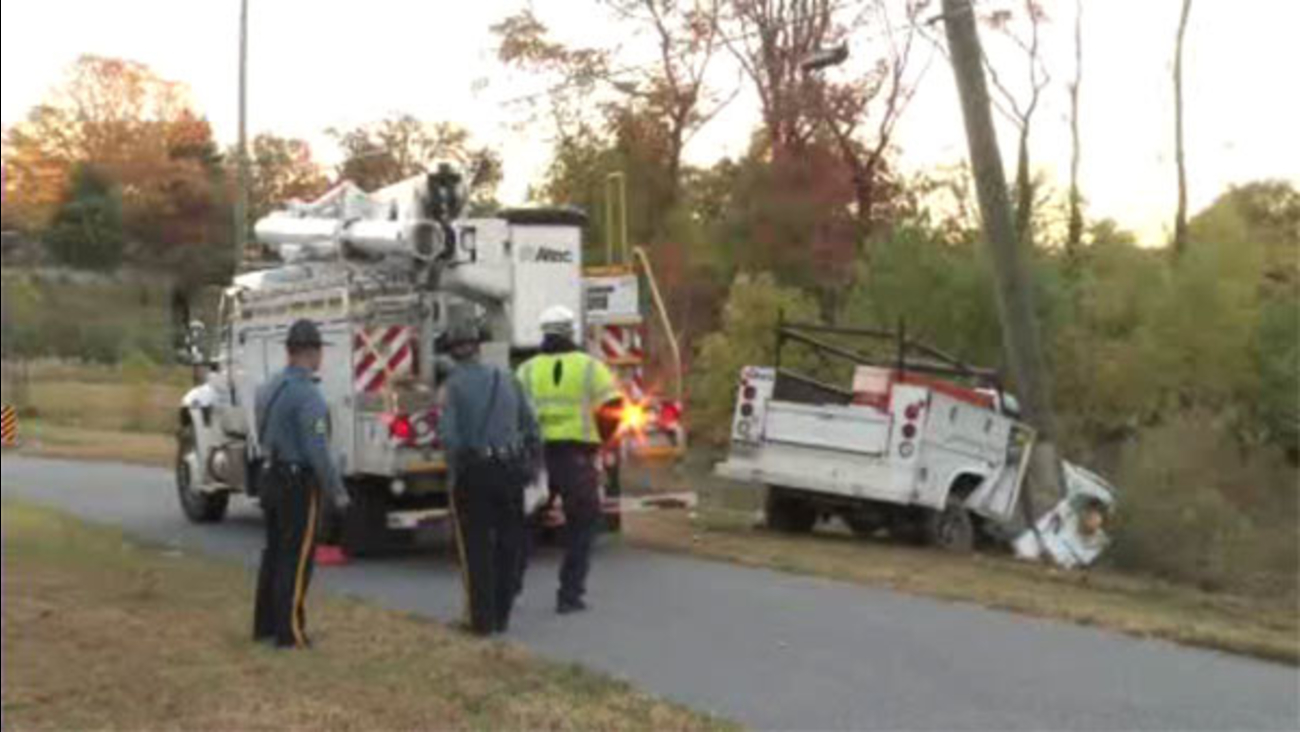 1 injured after truck hits 2 poles in Delaware