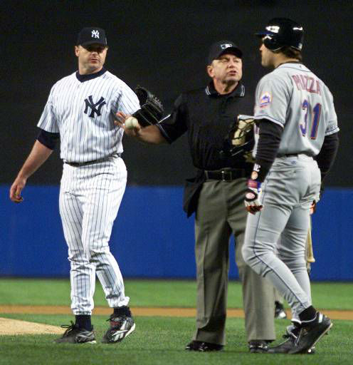 """<div class=""""meta image-caption""""><div class=""""origin-logo origin-image none""""><span>none</span></div><span class=""""caption-text"""">Home plate umpire Charlie Reliford, center, separates Mike Piazza (31) and Roger Clemens after Clemens threw a part of Piazza's bat at him. (AP Photo/Gary Hershorn, Pool) (AP Photo/ GARY HERSHORN)</span></div>"""