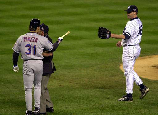 """<div class=""""meta image-caption""""><div class=""""origin-logo origin-image none""""><span>none</span></div><span class=""""caption-text"""">Mike Piazza (31) argues with homeplate umpire Charlie Reliford after Roger Clemens, right, threw a piece of a broken bat at him. (AP Photo/Ron Frehm) (AP Photo/ RON FREHM)</span></div>"""