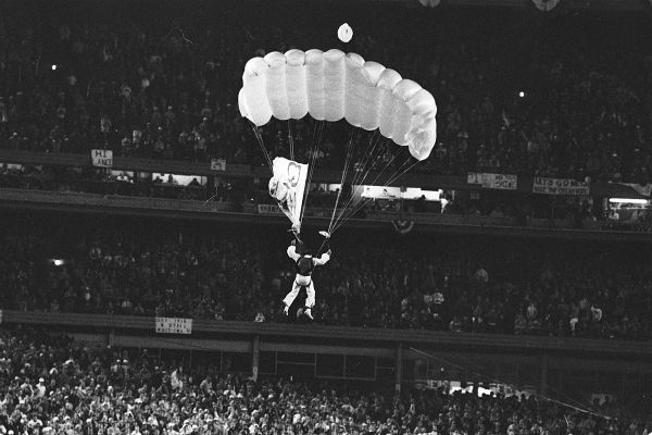 """<div class=""""meta image-caption""""><div class=""""origin-logo origin-image none""""><span>none</span></div><span class=""""caption-text"""">A parachutist identified as Michael Sergio, parachutes down onto the field of Shea Stadium during the first inning of the sixth game.  (AP Photo/Richard Drew) (AP Photo/ RICHARD DREW)</span></div>"""