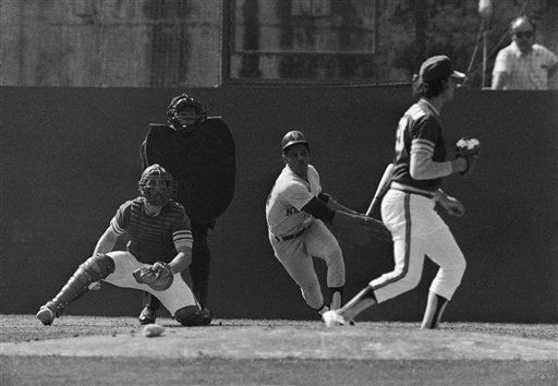 """<div class=""""meta image-caption""""><div class=""""origin-logo origin-image none""""><span>none</span></div><span class=""""caption-text"""">Willie Mays of the New York Mets belts first hit of 1973 World Series into left. (AP Photo) (AP Photo/ XJM)</span></div>"""