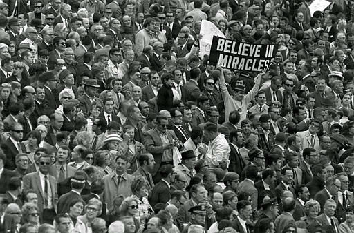 """<div class=""""meta image-caption""""><div class=""""origin-logo origin-image none""""><span>none</span></div><span class=""""caption-text"""">Karl Ehrhardt, the Mets fan as the Sign Man, holds up an appropriate sign, Oct. 16, 1969, as the Mets win the World Series. (AP Photo) (AP Photo/ XSS)</span></div>"""