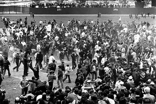 """<div class=""""meta image-caption""""><div class=""""origin-logo origin-image none""""><span>none</span></div><span class=""""caption-text"""">Some of the 57,397 spectators in the stands swarm the field at Shea Stadium after the Mets finish off the Baltimore Orioles.  (AP Photo) (AP Photo/ XNBG)</span></div>"""