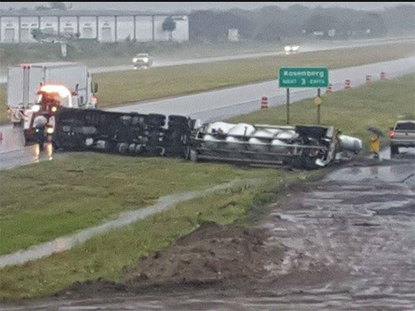 "<div class=""meta image-caption""><div class=""origin-logo origin-image none""><span>none</span></div><span class=""caption-text"">An overturned 18-wheeler in Fort Bend County. If you have photos, email them to news@abc13.com or upload them using #abc13eyewitness (iWitness viewer/Alexandra Quinonez)</span></div>"