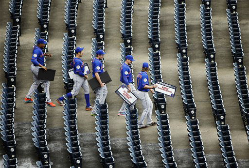 """<div class=""""meta image-caption""""><div class=""""origin-logo origin-image none""""><span>none</span></div><span class=""""caption-text"""">New York Mets players make their way to the field after media day. (AP Photo/ David J. Phillip)</span></div>"""