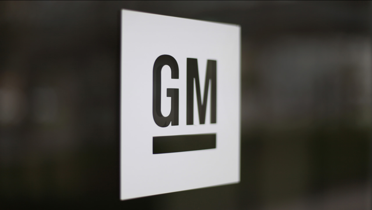 This May 16, 2014 file photo shows the General Motors logo at the company's world headquarters in Detroit. (AP Photo/Paul Sancya, File)