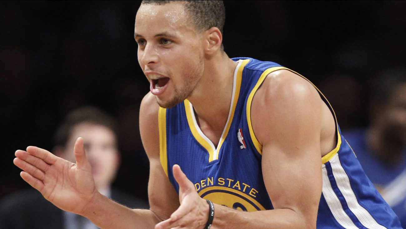 Warriors' Stephen Curry applauds his teammates in the second half of the Warriors' 109-102 NBA basketball victory over the Brooklyn Nets on Dec. 7, 2012, in New York. (AP Photo)